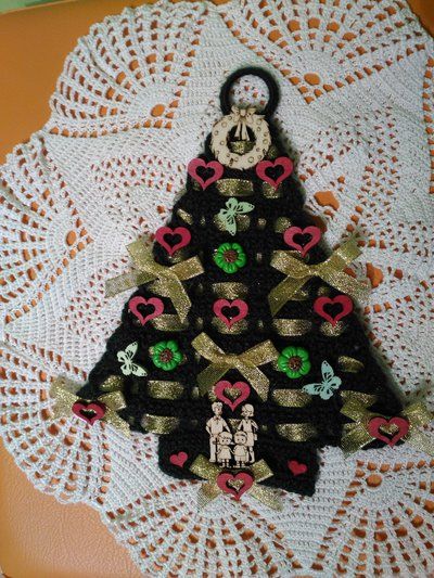 albero di natale uncinetto con cuori farfalle e fiori