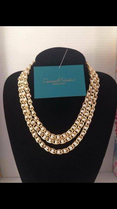 Collana con catena dorata con perline