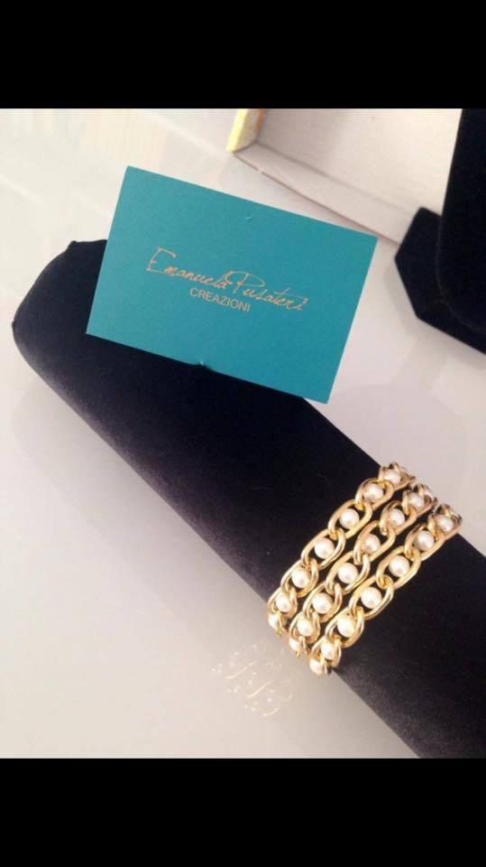 Bracciale con catena oro e perline bianche