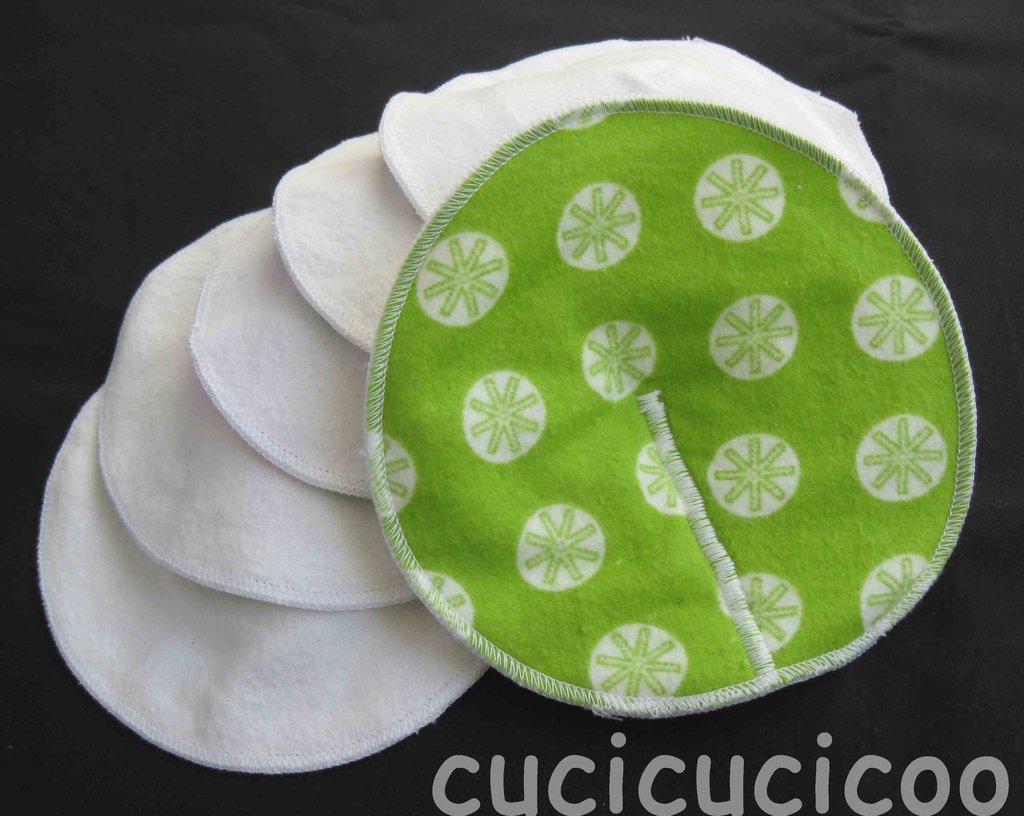 set di 6 coppette assorbilatte lavabili (stelle verdi)