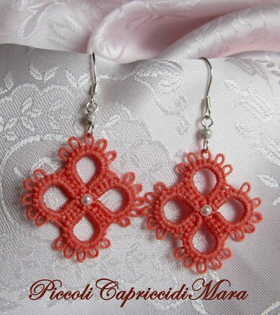 Orecchini rosa corallo al chiacchierino con perline