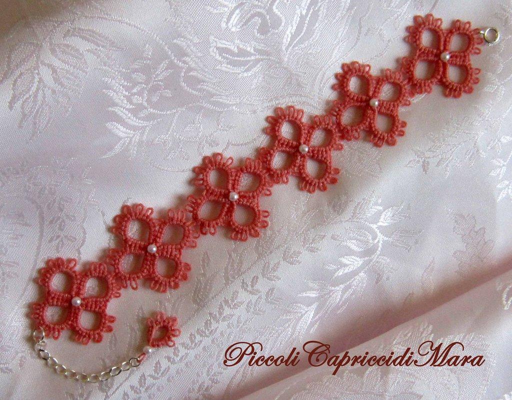 Bracciale rosa corallo al chiacchierino con perline