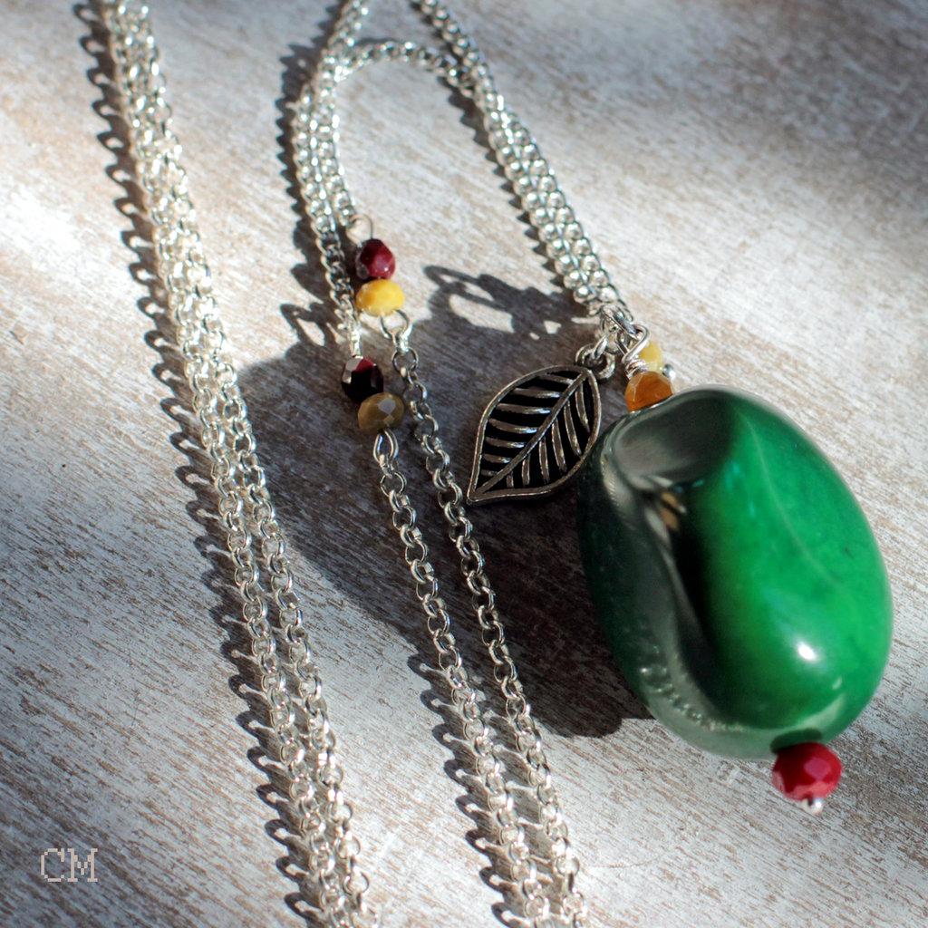 Collana boho con seme di Tagua verde