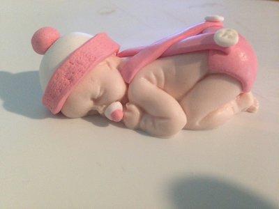 Neonato che dorme femmina