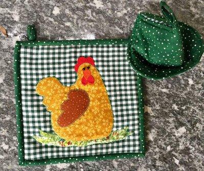 Set presina quadrata con gallina in appliquè più presina a cono
