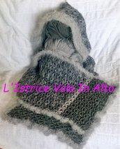 Sciarpa di lana  grigio sfumato con cappuccio, fatta a mano