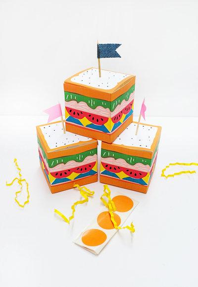 Set con 10 scatole decorazioni in carta (compleanno)
