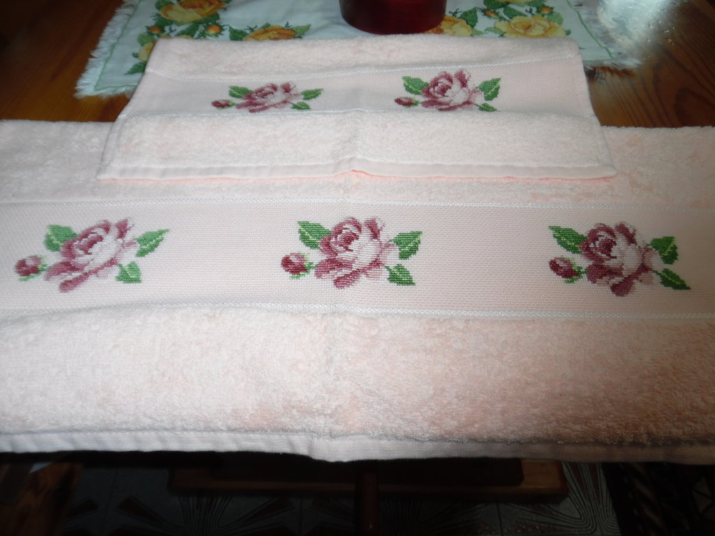 Coppia asciugamani ricamati