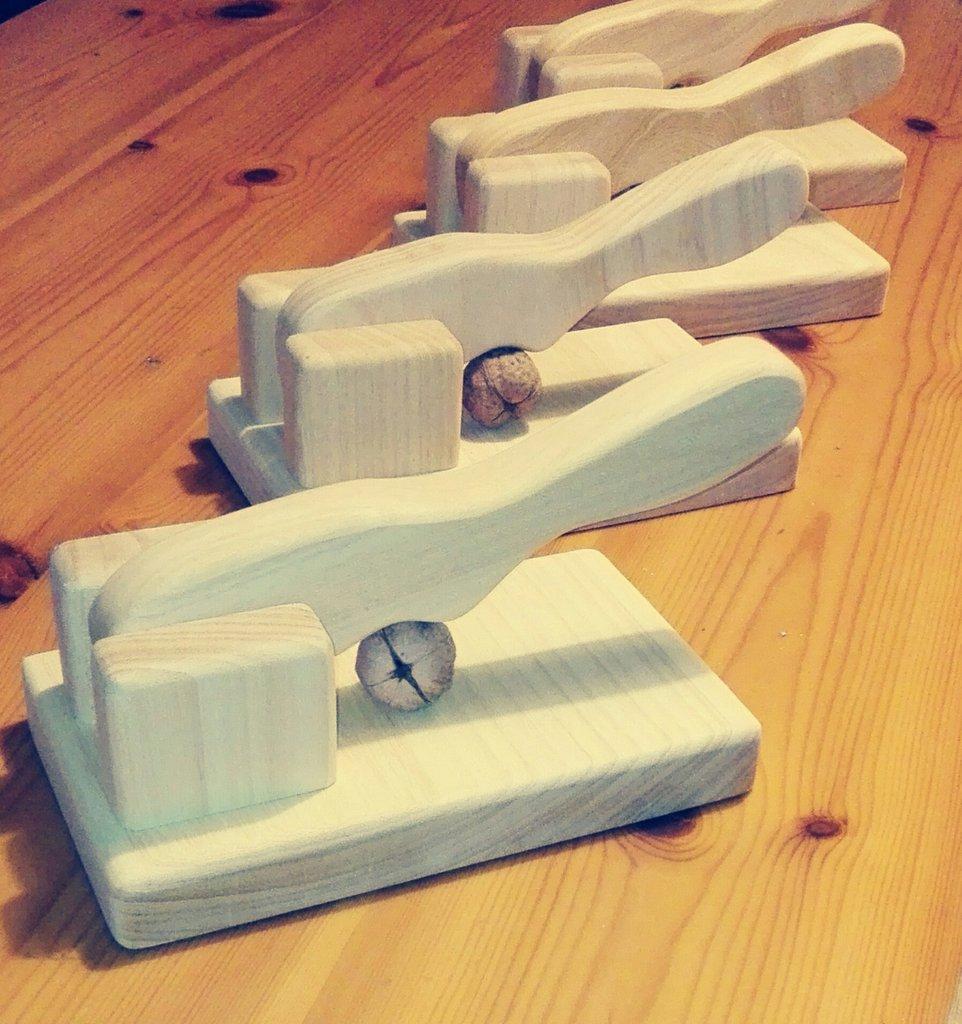 schiaccianoci in legno DI KOTO