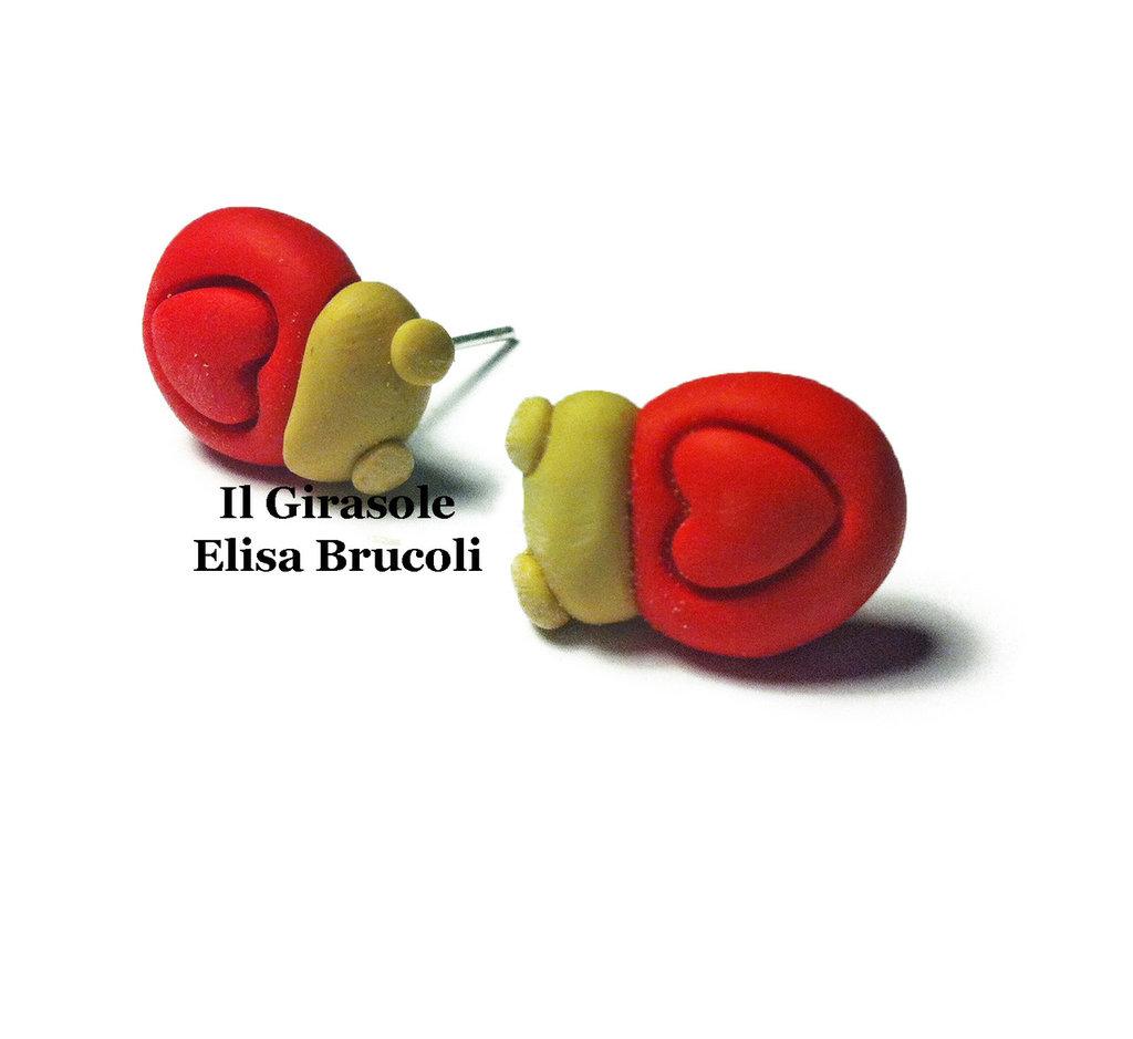 Orecchini coccinella e cuore a perno in pasta polimerica fimo color rosso