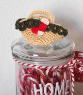 Mini BORSA beige -con ruche verde in lana- uncinetto.Decorata con miniature(Calza in feltro rossa-bianca)Decorazione di Natale.Segnaposto,Confezione per gioiello,bomboniera(personalizzabile).Ornamento per pacco