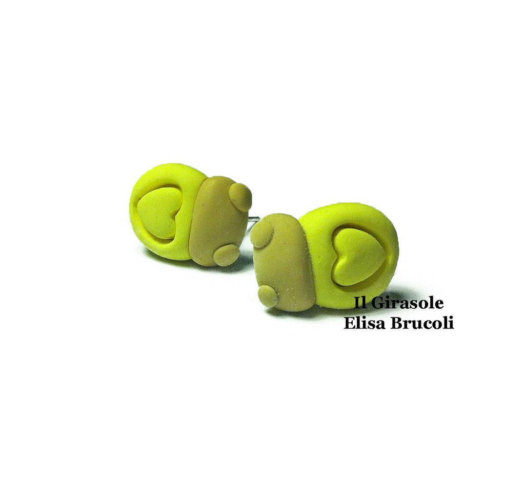 Orecchini coccinella e cuore gialli a perno in pasta polimerica fimo