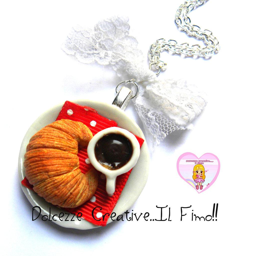 Collana vassoio con colazione. Caffè e cornetto! Con fiocco in merletto