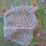 Cuffia per neonata in lana bianca