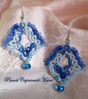 Orecchini pendenti azzurri al chiacchierino, cristallo azzurro, strass