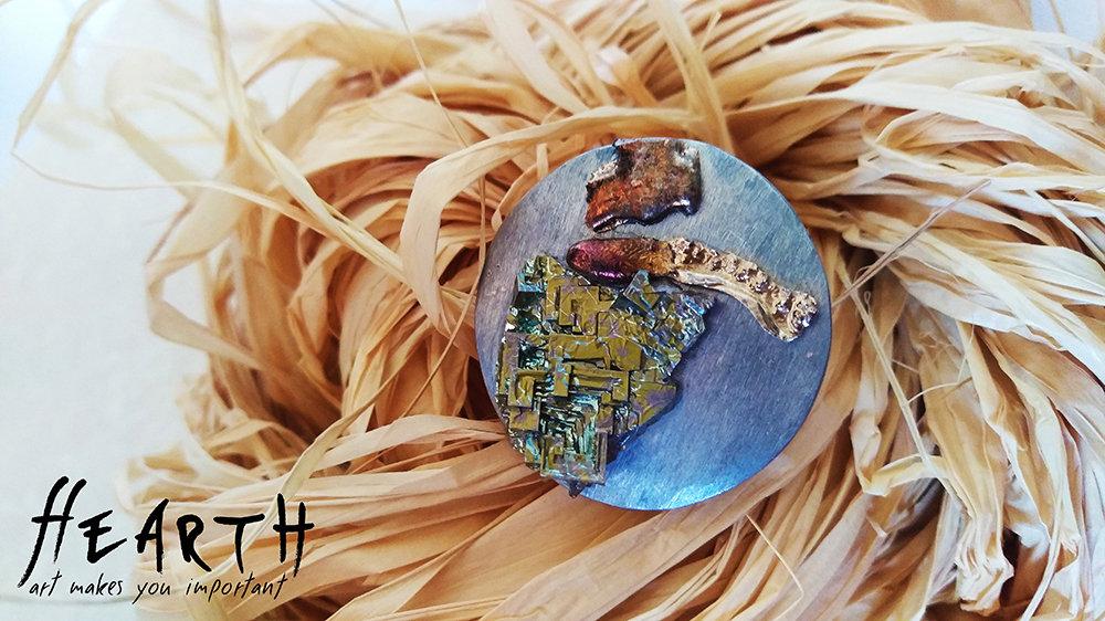 Anello artigianale con cristalli di bismuto puro