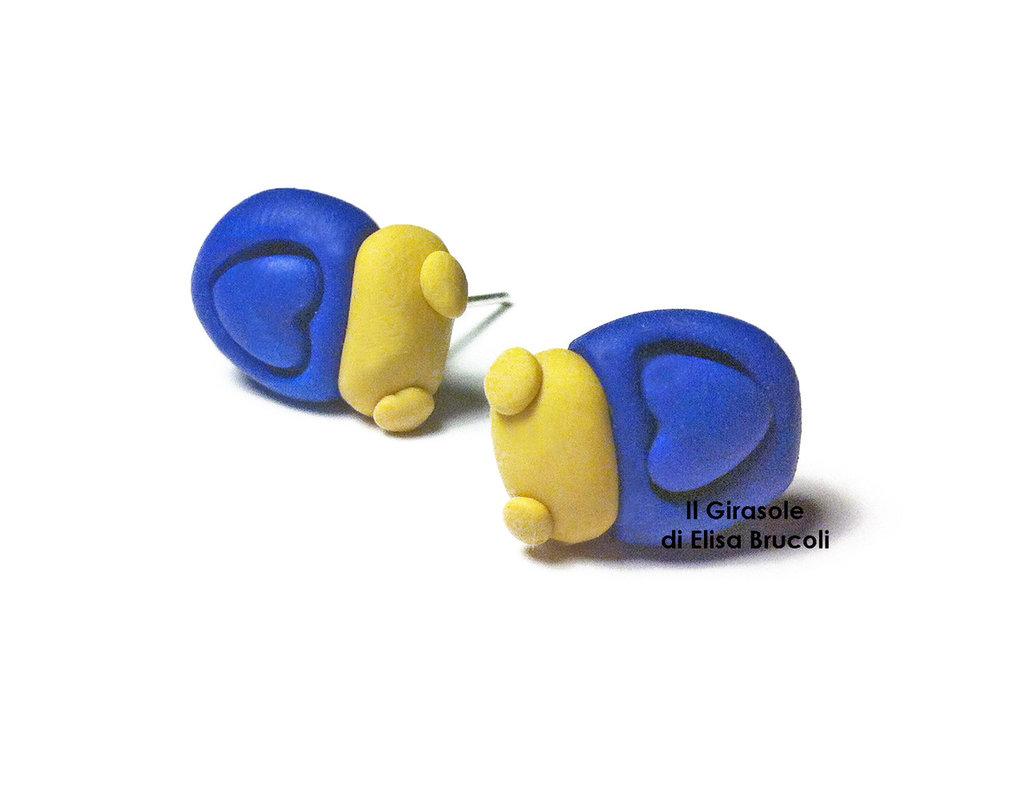 Orecchini coccinella e cuore blu a perno in pasta polimerica fimo
