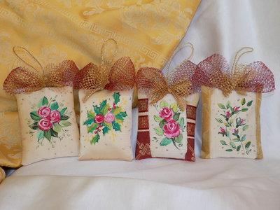 Pendagli in stoffa dipinta a mano per albero di Natale