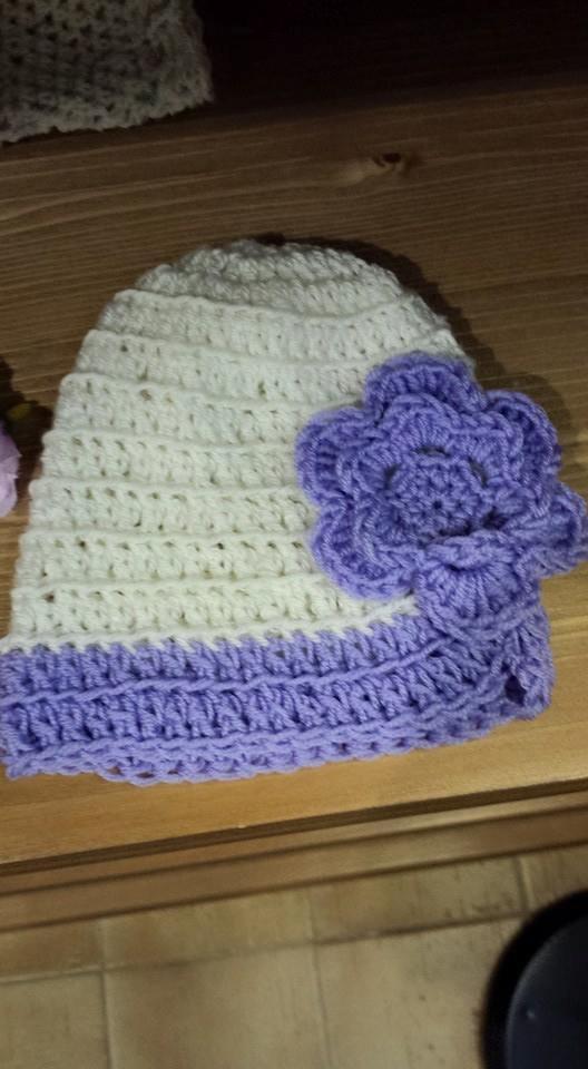 Cappellini neonati all'uncinetto