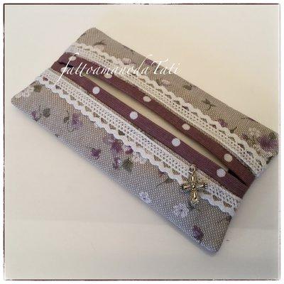 Porta fazzoletti in cotone ecrù a fiorellini lilla con pizzo e bordino a pois