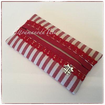 Porta fazzoletti in cotone a righe rosse con pizzo e bordino rossi