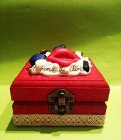 scatolina in legno decorata con soggetti make up in pasta polimerica
