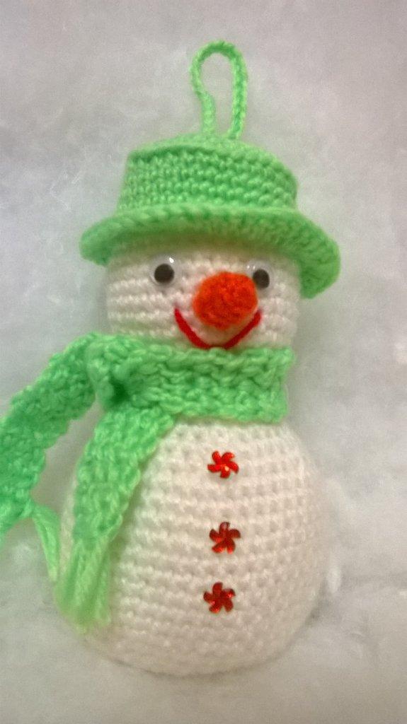 pupazzo di neve, amigurumi, verde acido, idea regalo