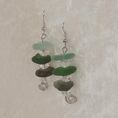 Orecchini pendenti wire,con vetro di mare fatti a mano (VENDUTO)