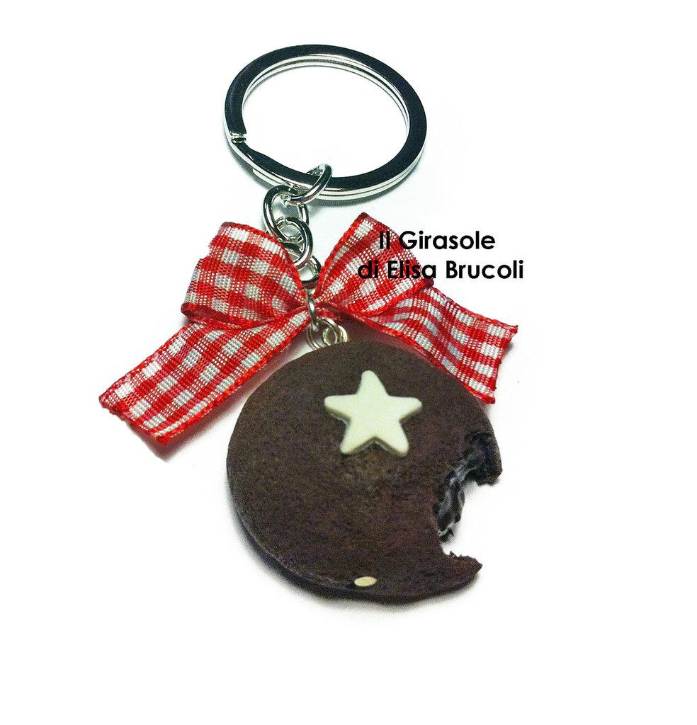 Portachiavi Mooncake al cioccolato con stella in fimo e fiocco rosso