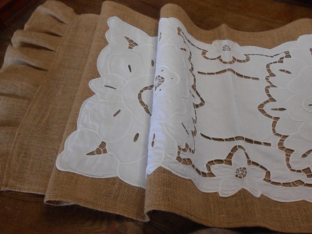 Grande runner centrotavola in tela juta con aggiunta di centro ad intarsio, idea regalo.