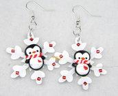 Orecchini pinguino con sciarpa su fiocco di neve idea regalo natale fimo Kawaii