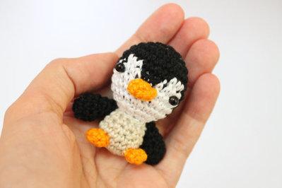 Pinguino amigurumi uncinetto in vari colori portachiavi laccetto