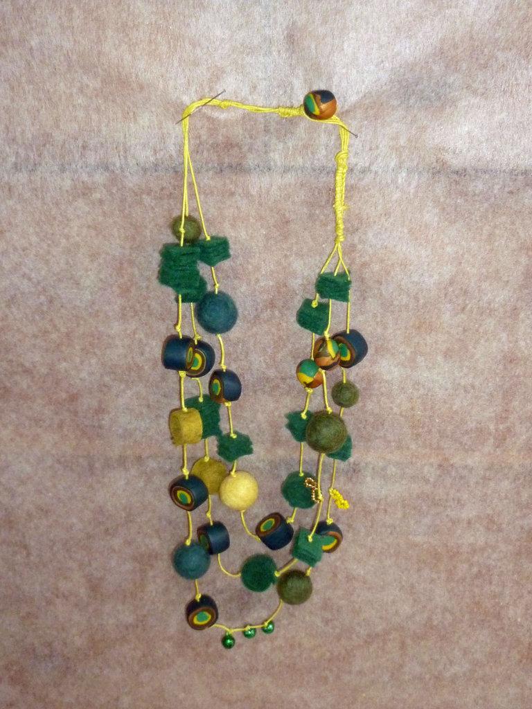 collana verde di fimo ed altro