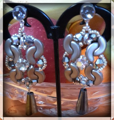 Orecchini grigi con perline arcos