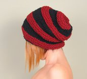 Cappello maglia, berretto lana merino, accessorio donna colore nero e borbeaux, cappello inverno. Lavorato a mano. Pronto per la spedizione.
