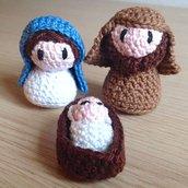 Mini presepe con Maria, Giuseppe e Gesù amigurumi, fatti a mano all'uncinetto