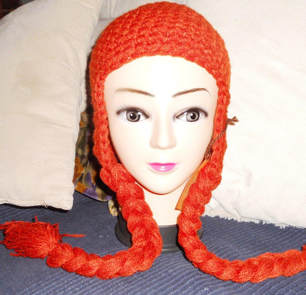 Cappellino Anna di Frozen realizzato in lana acrilica