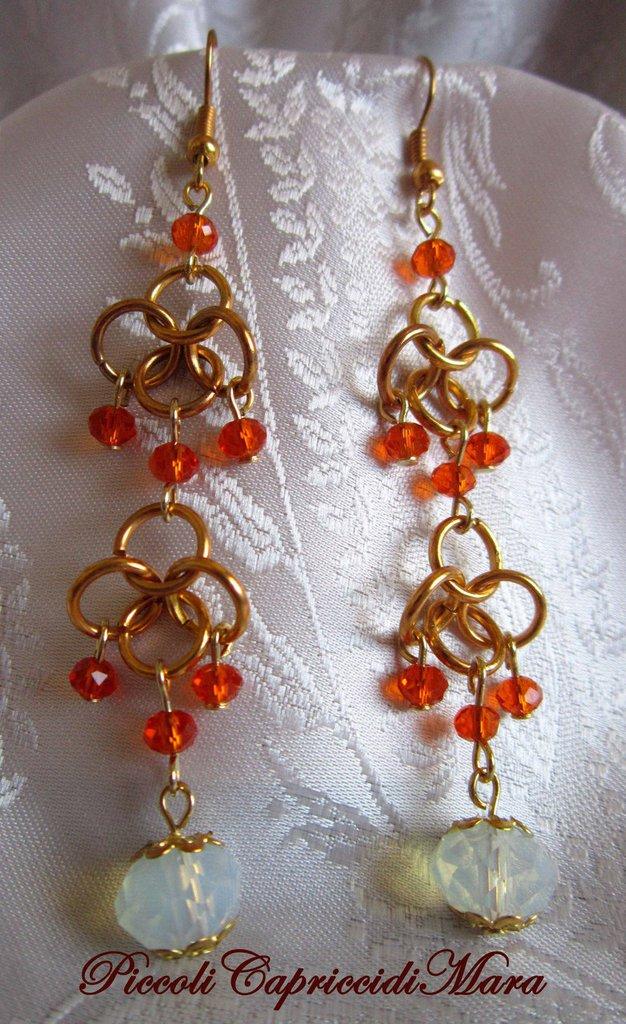 Orecchini in chainmail, cristalli arancioni, pietra di luna