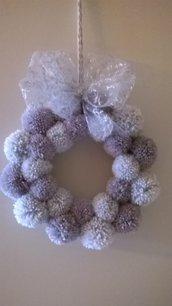 Ghirlanda di natale, con pompom bianchi e grigi, idea regalo
