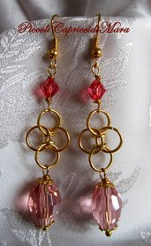 Orecchini chainmail, cristallo e swarovski rosa corallo (versione oro)