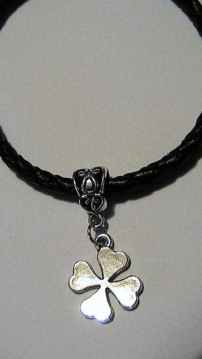 Bracciale portafortuna unisex con quadrifoglio in argento tibetano