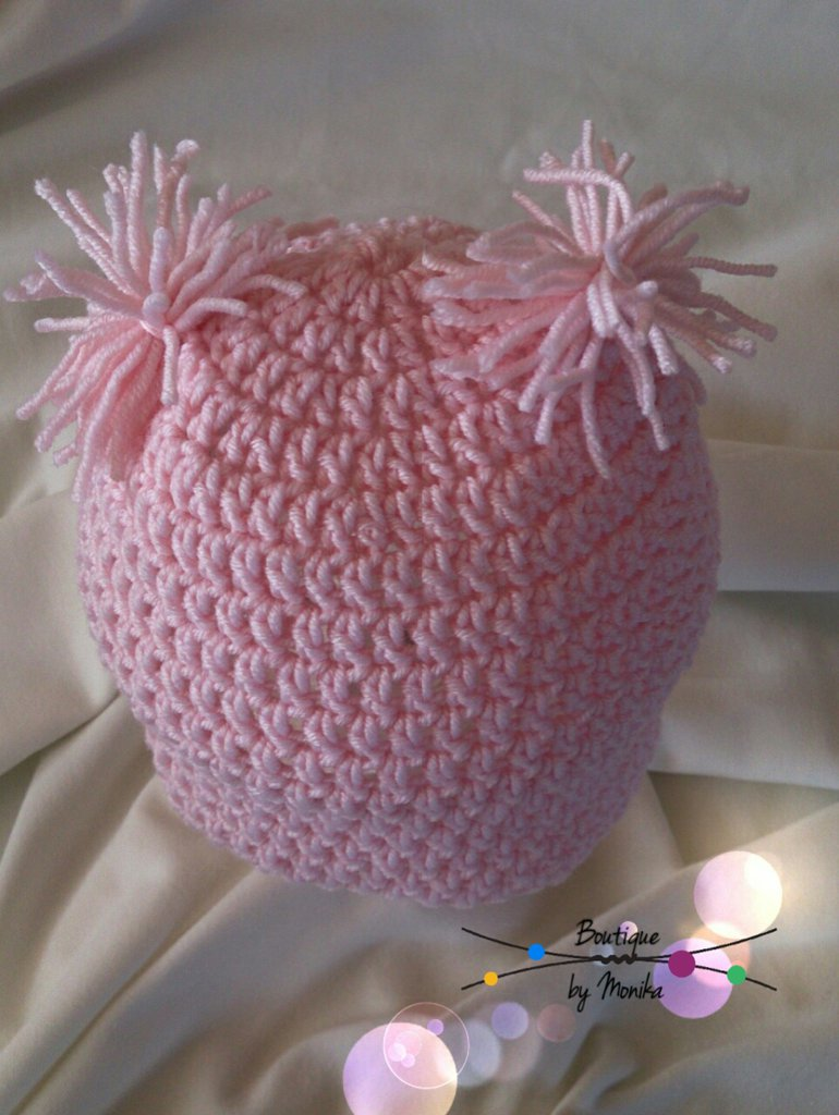Cappellino neonata realizzato ad uncinetto