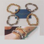 Bracciale elastico con perle in metallo