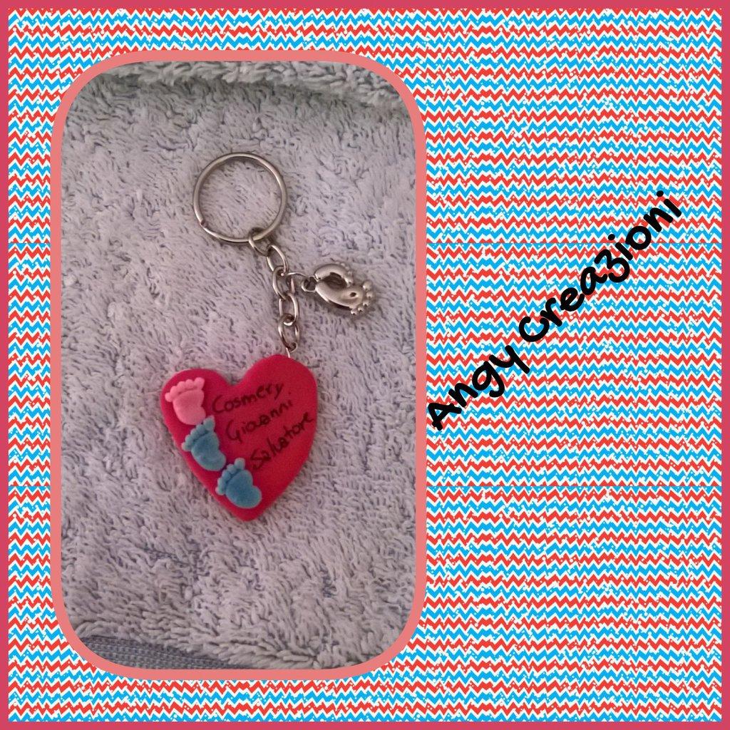Portachiavi personalizzato con mini piedini e cuore