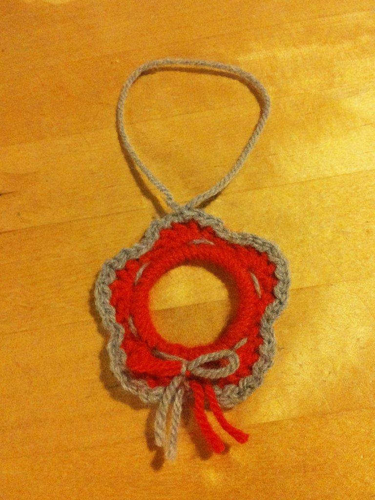addobbo natalizio piccola ghirlanda natalizia da appendere in lana rossa e grigia