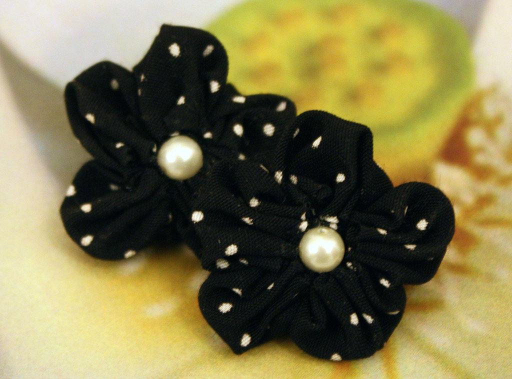 Orecchini stoffa seta fiore con perle