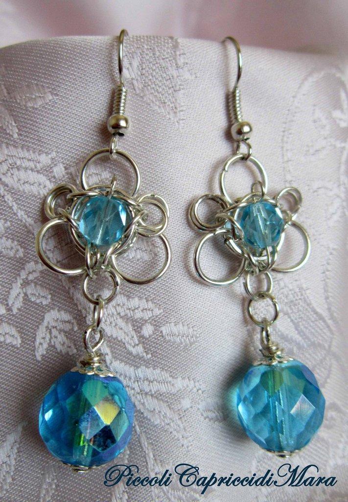Orecchini in chainmail con cristalli azzurri