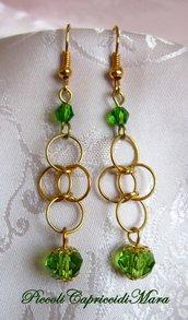 Orecchini in chainmail con cristalli verdi