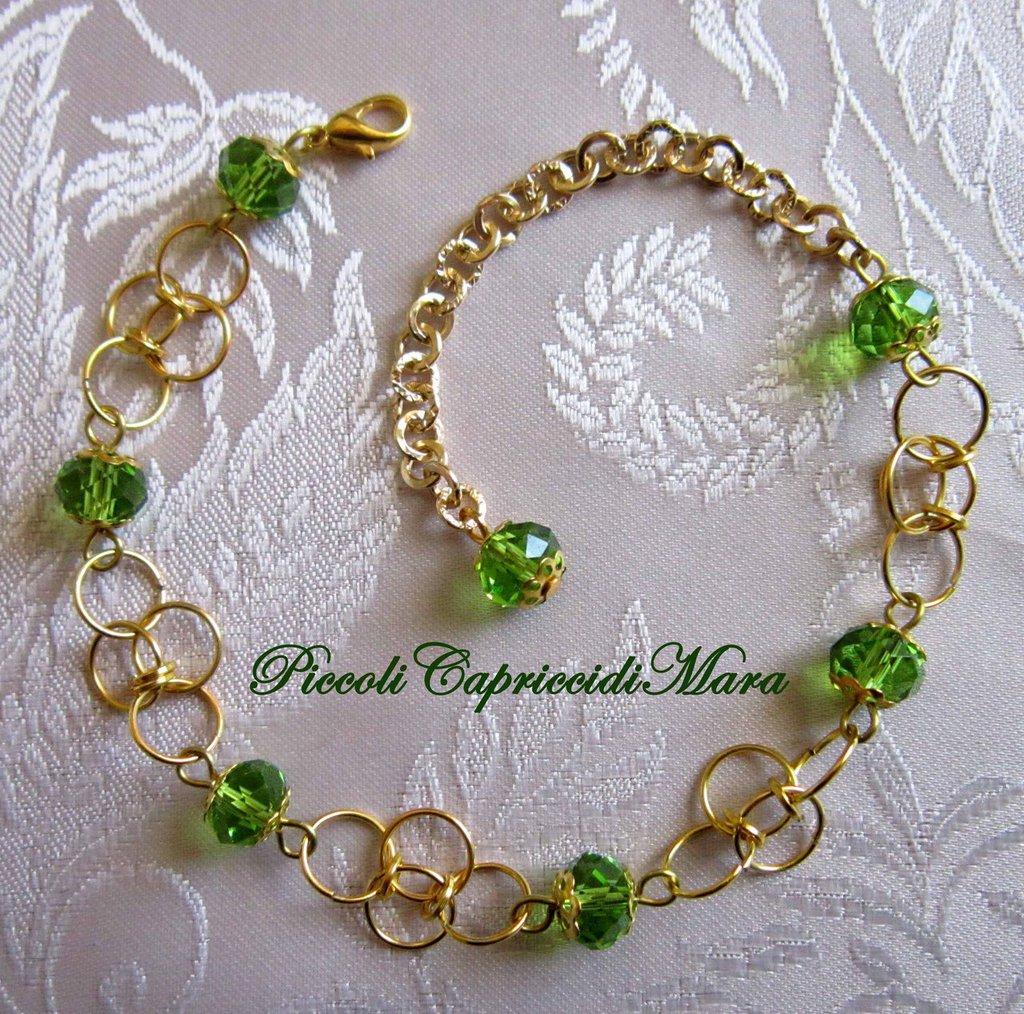 Bracciale in chainmail con cristalli verdi