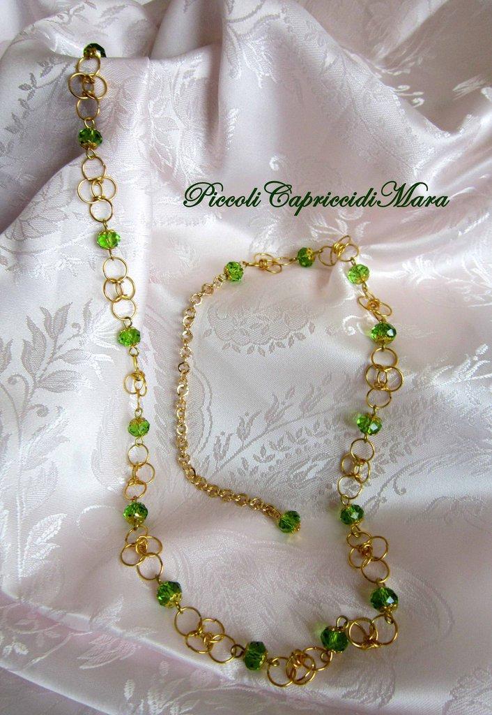 Collana in chainmail con cristalli verdi